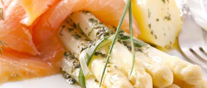 Espárragos con salmón | Restaurante El PIcaor