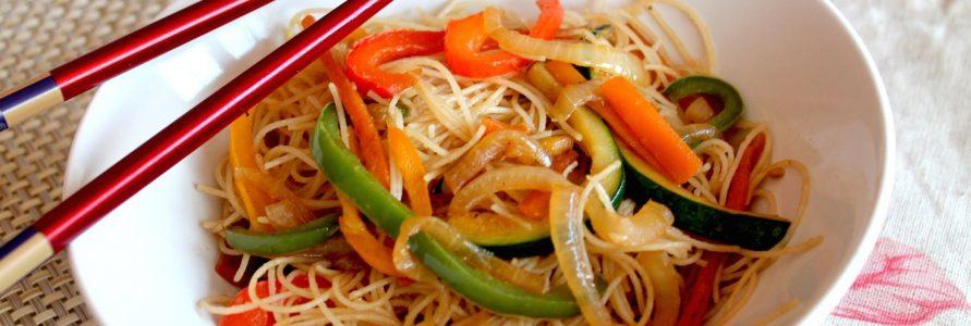 Espaguetis al wok de verduras y gambas | Restaurante El Picaor